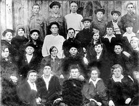 The first graduation of Mordvinian padagogical technical school in Lukoyanov in 1931